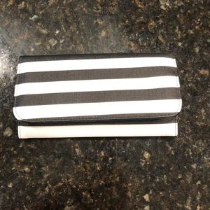 NEW - Kut from the Kloth Wallet